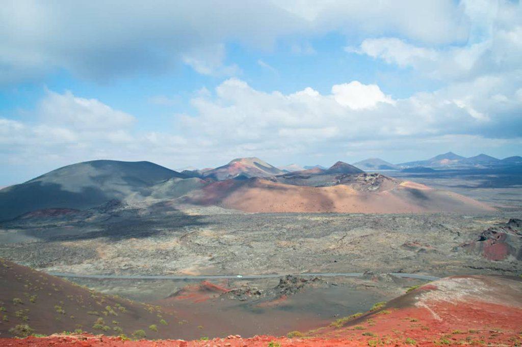 EEEEE Todo Mundo e Bom Visitare il parco nazionale Timanfaya a Lanzarote, Canarie, Spagna