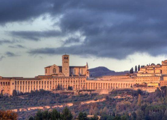 visitare Assisi in un giorno tra capolavori e buon cibo, assisi, umbria, umbria tourism, italai, borghi, borghi umbri, borghipiù belli d italia, cosa vedere, dove dormire, cosa mangiare, san francesco, basilica di san francesco, bella umbria